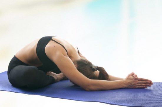 cómo hacer crecer el busto con yoga